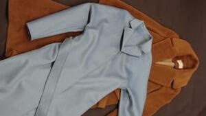 シルクを使って作ったシャツです。