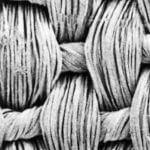 クレープデシンという平織物です。