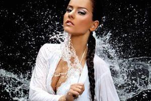 水を弾くシルクです。