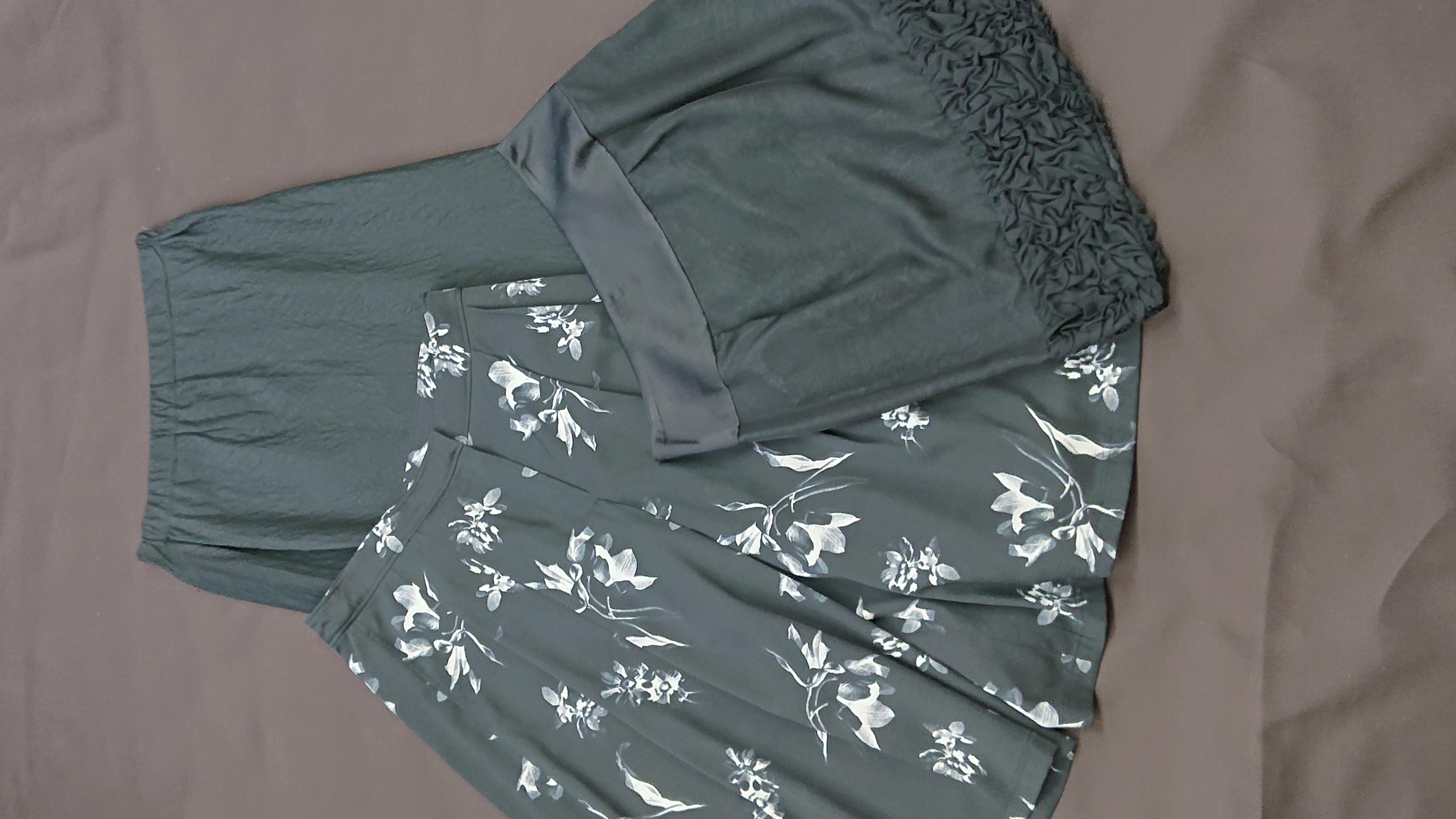 シルクを使ったスカートです。