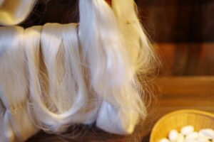 絹糸の原料になります。